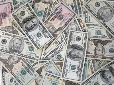 lots of large denomination bills