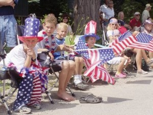 fourth of july - kids sitting along parade route
