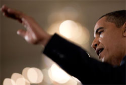 obama with arm outstretched to crowd